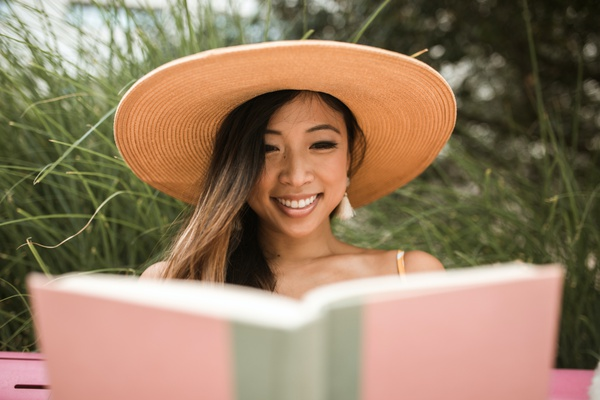 Top 5 advantages of having a good reading habit in life.